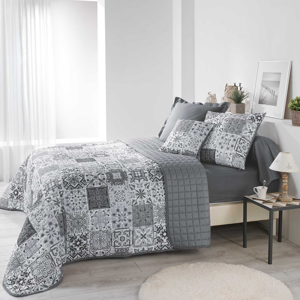 couvre lit 2 personnes matelass 220x240 microfibre persane gris les douces nuits de ma. Black Bedroom Furniture Sets. Home Design Ideas