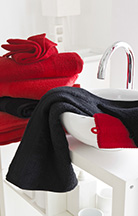 Serviettes de toilette rouge